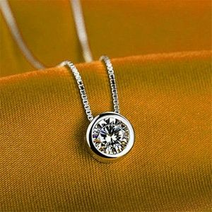 Jewelry - 😘 Gorgeous Silver plated Crystal Round Necklace.